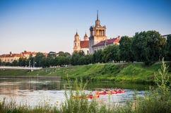 Canoës de natation à Vilnius images libres de droits