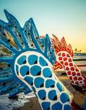 Canoës de tangon d'Hawaï au coucher du soleil photographie stock