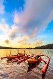 Canoës de tangon traditionnels de l'Indonésie images stock