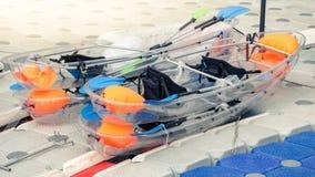 Canoës en plastique transparents photo stock