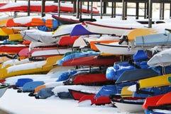 Canoës et kayaks. photos libres de droits