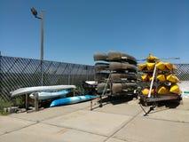 Canoës et kayaks sur les remorques, Etats-Unis photos stock