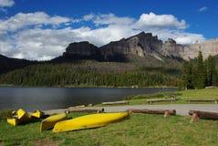 Canoës et ruisseaux jaunes lac, Wyoming Images libres de droits