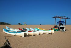 Canoës pour la location sur la plage chez Ramsgate, Kwazulu Natal photographie stock