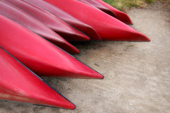 Canoës rouges Images libres de droits