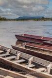 Canoës sur la rivière Carrao, Venezuela Ils sont employés pour les visites à Angel Fall, la plus haute cascade dans le worl photos libres de droits