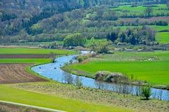 Canoës sur la rivière de enroulement d'Altmuehl en Bavière photos libres de droits