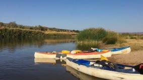 Canoës sur la rivière orange en Namibie image libre de droits