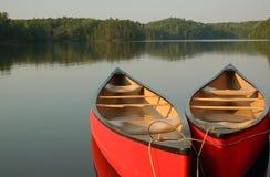 Canoës sur le lac Photographie stock libre de droits