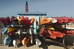 Canoës sur le quai de Santa Cruz photographie stock libre de droits