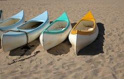 Canoës sur le sable chez Ramsgate, Kwazulu Natal photographie stock