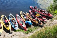 Canoës sur une berge photographie stock libre de droits