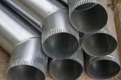 Cano de aço galvanizado no armazém imagem de stock