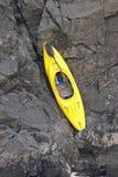 Canoa amarilla imagen de archivo libre de regalías
