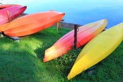 Canoa colorida Imágenes de archivo libres de regalías