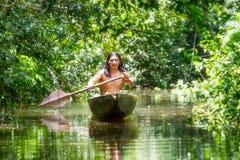 Canoa de madeira nativa fotografia de stock royalty free