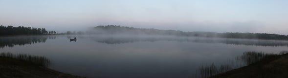 Canoa de niebla fotografía de archivo
