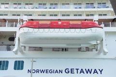 Canoa de salvação na linha de cruzeiros da fuga-Norwegain Fotografia de Stock