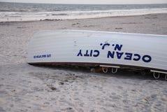 Canoa de salvação de New-jersey da cidade do oceano fotos de stock