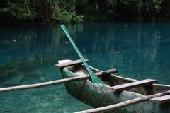 Canoa de soporte de la playa de Makaha Imagenes de archivo