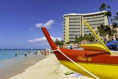 Canoa de soporte en la playa Honolulu Hawaii los E.E.U.U. de Waikiki foto de archivo libre de regalías