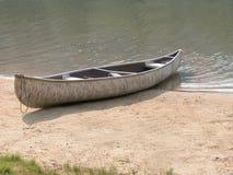 Canoa della corteccia di betulla immagine stock libera da diritti