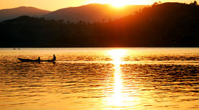 Canoa en el lago Fotos de archivo libres de regalías