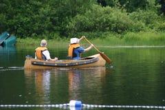 Canoa en el lago Imagen de archivo libre de regalías