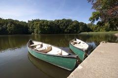 Canoa en el río Fotos de archivo libres de regalías