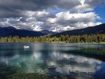 Canoa en la laca Beauvert Fotos de archivo