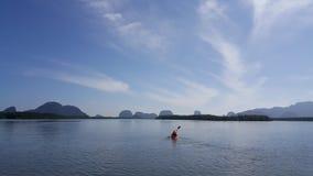Canoa en laguna Fotos de archivo