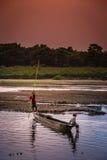 Canoa en un río Foto de archivo libre de regalías