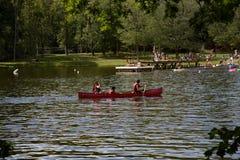 Canoa no lago Imagem de Stock Royalty Free
