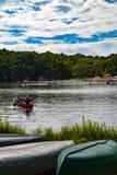 Canoa no lago Fotografia de Stock Royalty Free