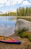 Canoa por el lago nevada Wrights Fotos de archivo libres de regalías