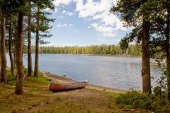 Canoa por el lago nevada Wrights fotografía de archivo