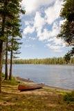 Canoa por el lago nevada Wrights fotografía de archivo libre de regalías