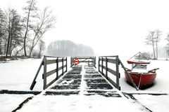 Canoa roja Fotos de archivo