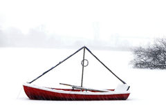 Canoa roja Foto de archivo