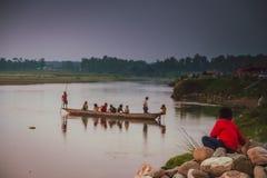 Canoa su un fiume Immagini Stock Libere da Diritti