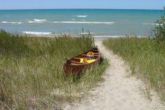 Canoa sulla spiaggia Immagine Stock