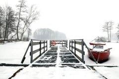 Canoa vermelha Fotos de Stock