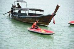 Canoa y barquero del barco Fotografía de archivo