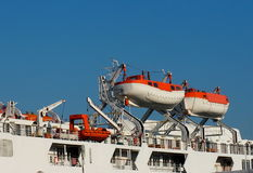 Canoas de salvação na balsa Foto de Stock Royalty Free