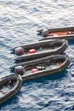Canoas de salvação no mar para povos da ajuda e do apoio Botes de salvamento no mar, barco de borracha com o motor Imagens de Stock Royalty Free