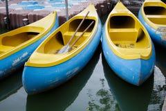 Canoas e caiaque/grupo das canoas e dos caiaque Imagem de Stock