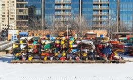 Canoas en el almacenamiento para el invierno Fotos de archivo libres de regalías