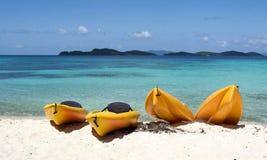 Canoas en la playa Imagen de archivo