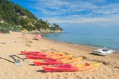 Canoas na praia Fotos de Stock Royalty Free