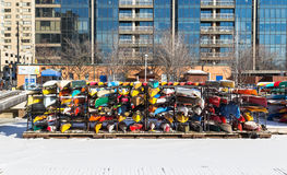 Canoas no armazenamento para o inverno fotos de stock royalty free